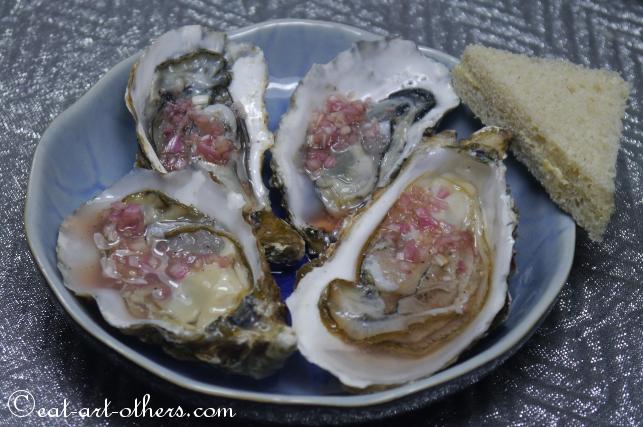 Austern mit Rotweinessig und Schalotten