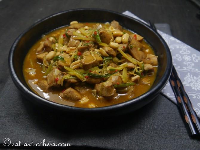 Huhn mit Sellerie, Ingwer und Erdnüssen