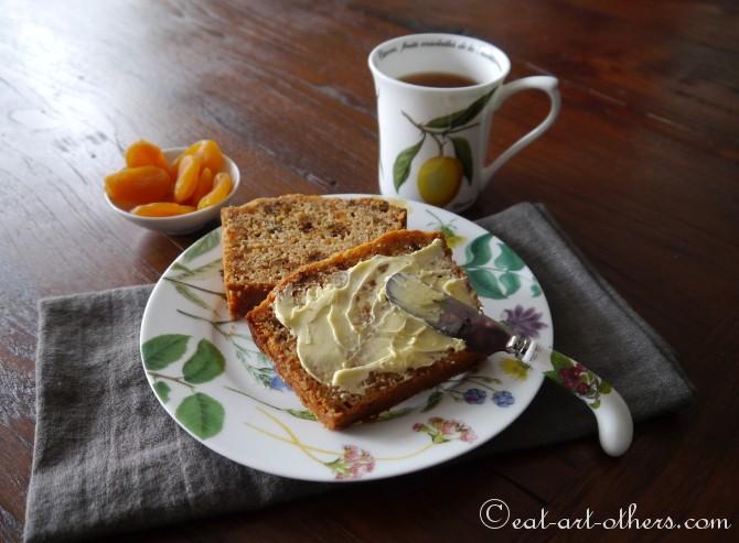 Aprikosen-Teekuchen mit Birne und Physalis
