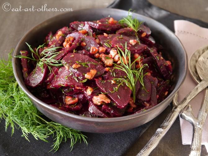 Rote Bete-Salat mit Dill und Walnüssen